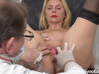 Erotic old woman Mya Evans feeble hole examination