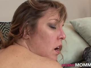 Fingerfucked milf stepmom lesbian eats out