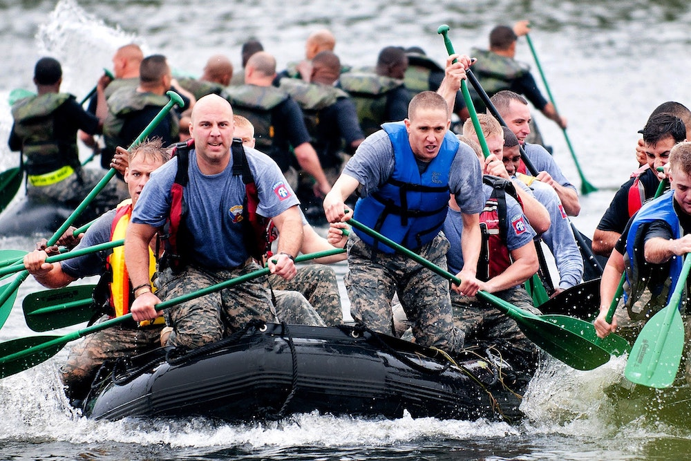 teamwork-on-boat-competition