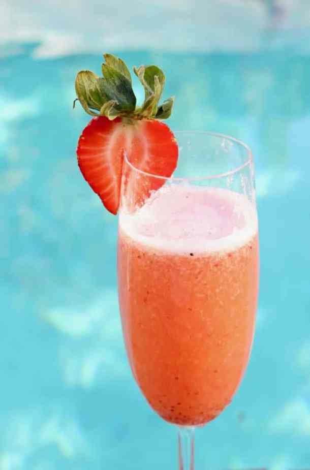 Strawberry Bellini Cocktails with Prosecco
