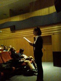 Diana Ferreira lê para a plateia