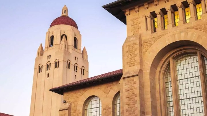 Stanford cancela aulas presenciais devido a coronavírus