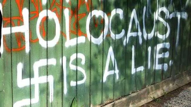 O trabalho pede que grupos extremistas de direita sejam listados como terroristas