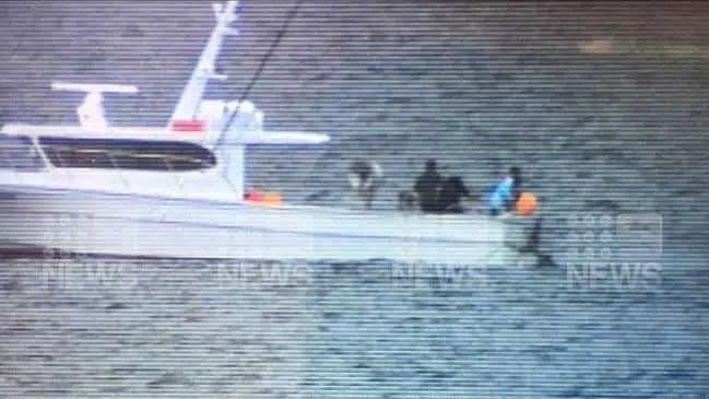 Tubarões retiraram-se da praia onde Nick Slater morreu