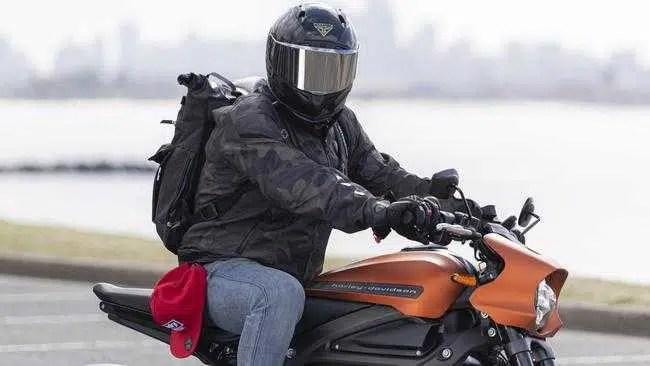 Forcite, uma startup australiana de capacetes, ajuda os motociclistas a vencer as 'armadilhas de velocidade'