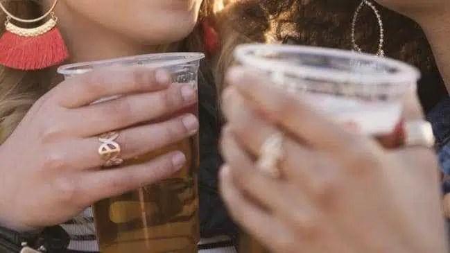 Desmaiar bêbado pode dobrar o risco de demência