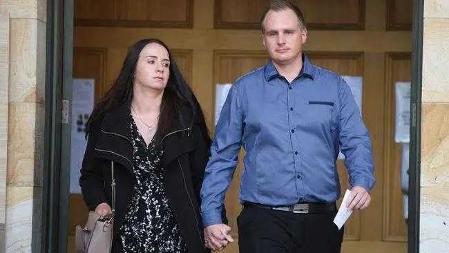 Jason Lees e Emily Walker, acusados de fraude em grande escala, negaram acesso à internet sob fiança