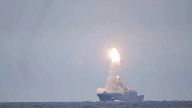 Rússia testa bomba nuclear hipersônica Zircon para o aniversário de Vladimir Putin