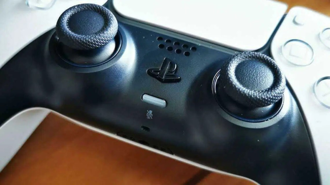 Como silenciar o microfone do controlador PS5