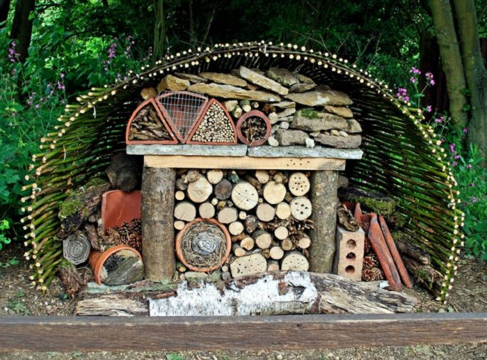 21 Insect Hotel