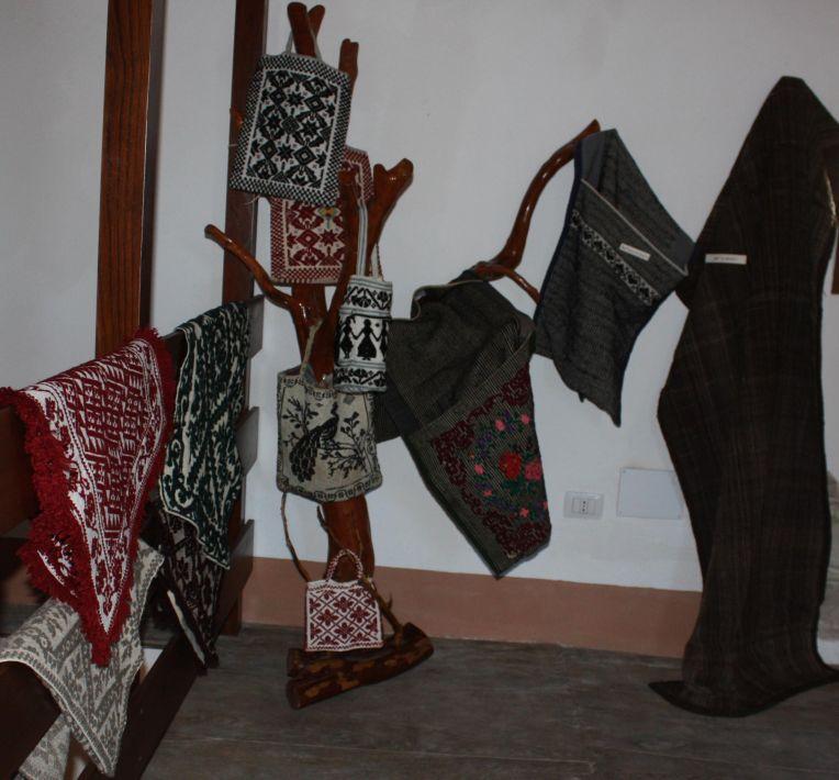 Prodotti finiti in lana - tappeti borse bisacce sacco da pastore