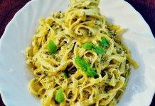 Tagliatelle al pesto di basilico e noci fatto in casa. Ricetta e proprietà delle noci, basilico e olio extravergine di oliva. Pasta al pesto di basilico e noci. Come si fa il pesto di basilico con le noci.