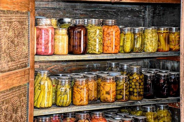 Botulismo alimentare: quali sono gli alimenti a rischio e come si può evitare? Sicurezza alimentare a casa. Qualità degli alimenti.