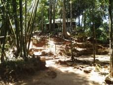 Wangunan di 'makam' Gunung Lingga