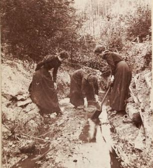 Bush scene, three women panning for gold SLV cropped