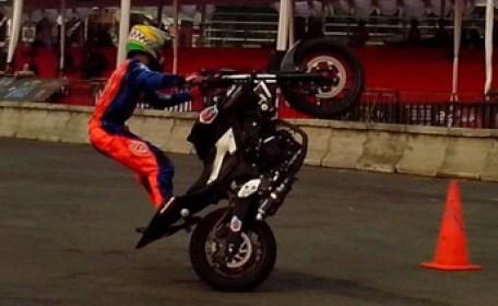 Wawan Tembong menggunakan Yamaha MT-25 yang membawanya jadi jawara Kejuaraan Inteernational Freestyle ASEAN Stunt Day (1)