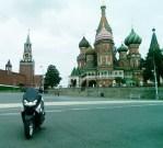 yamaha-nmax-di-area-lapangan-merah-dan-tampak-kremlin-and-st-cathedral-moscow-rusia-2