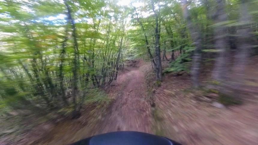 immagine veloce in mountain bike