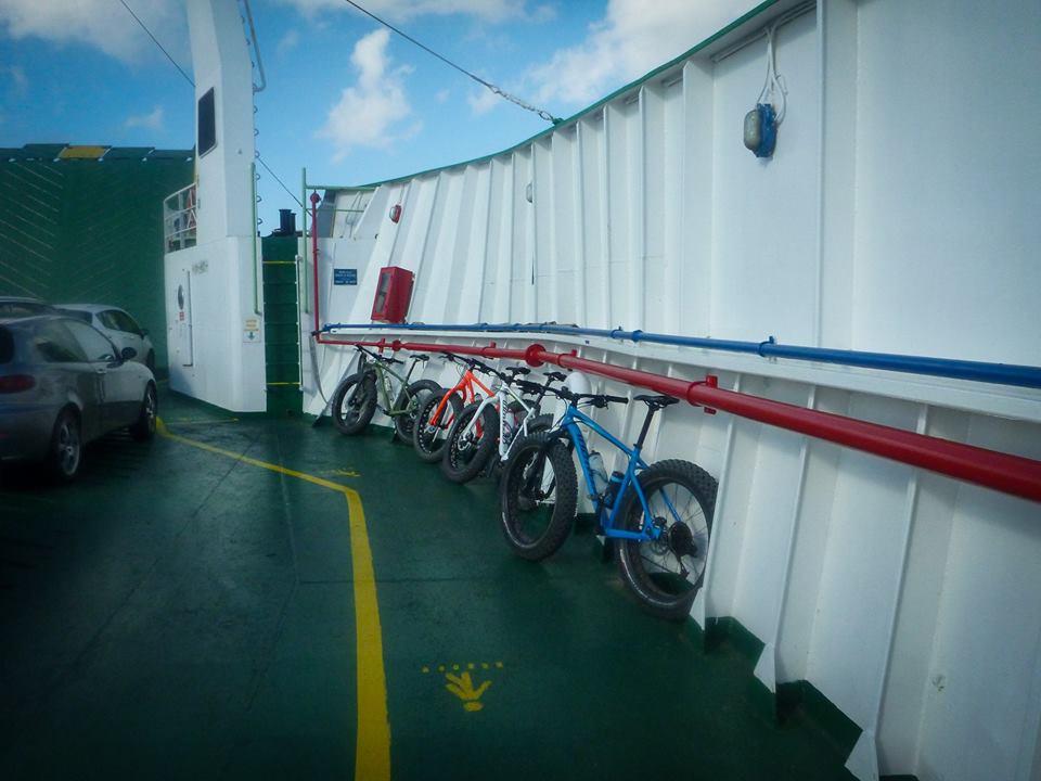 Dorsale dei Peloritani in bici - sul traghetto