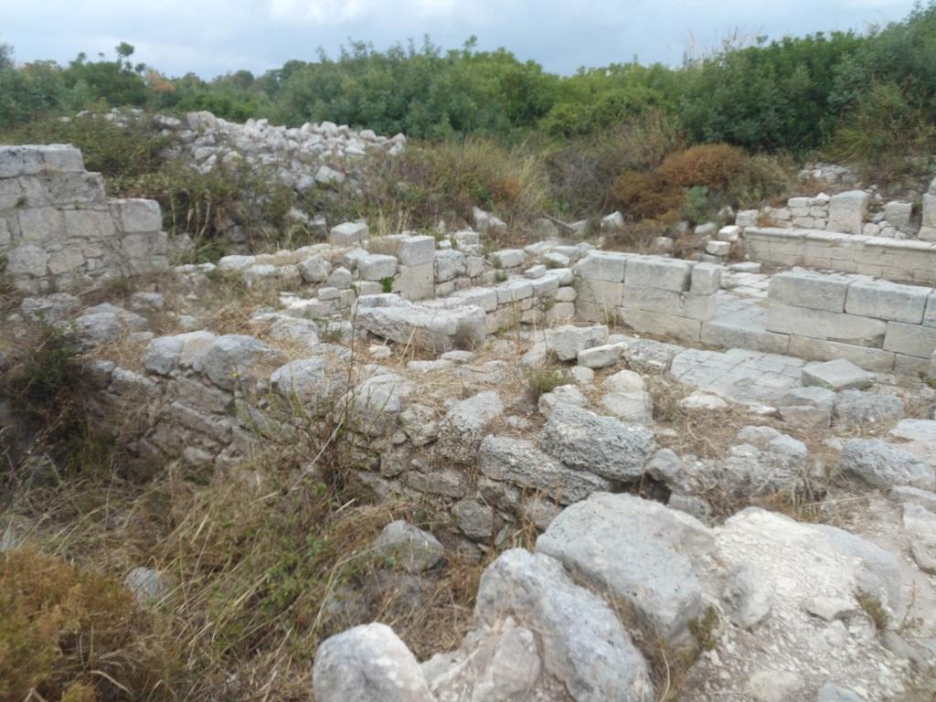ruderi di abitazioni a noto antica