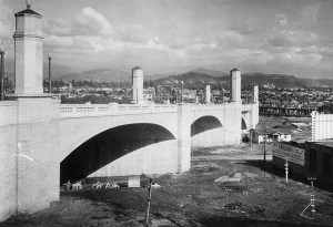 Courtesy of the Los Angeles Public Library Photo Archive.