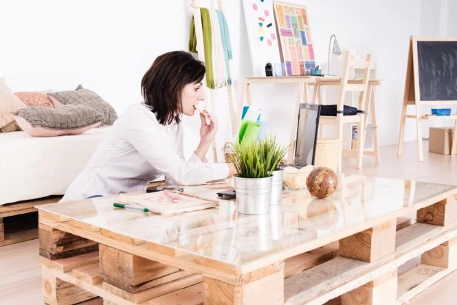 A mesinha também pode servir para trabalhar ou estudar. Só depende da sua necessidade.