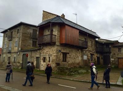 O grupo paseando por Villardeciervos