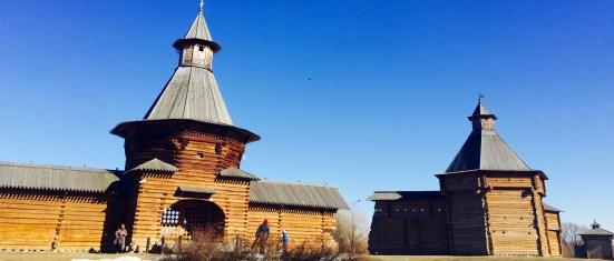 Torre do mosteiro de Nickolo-Korelsky e tprre de Sumskoy