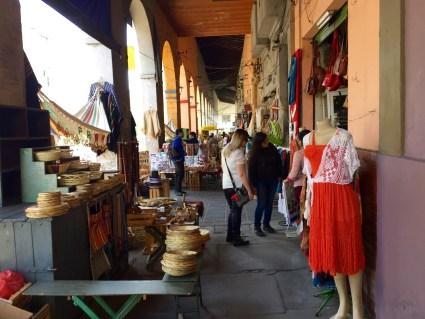 Tendas de artesanín en La Recova