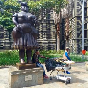 Plaza Botero e Pazo da Cultura ao fondo
