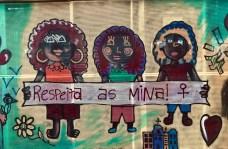 Letreiro reivindicativo nunha paraxe de autobús da cidade de Recife (Brasil)