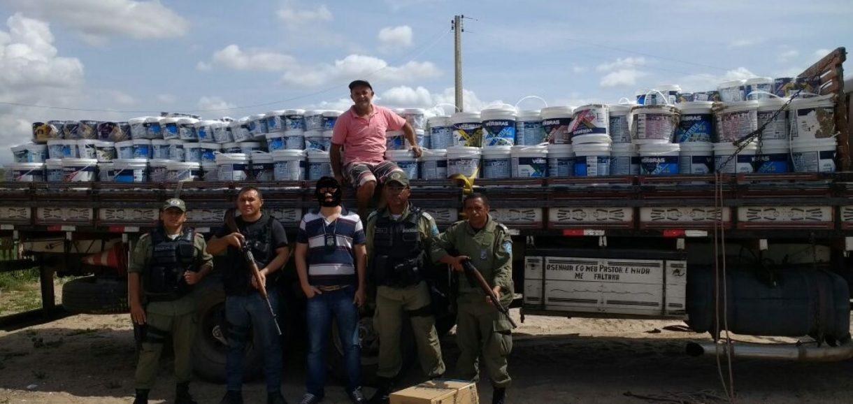 Carga roubada na BR 316 é encontrada pela polícia no interior de Patos do Piauí; veja fotos