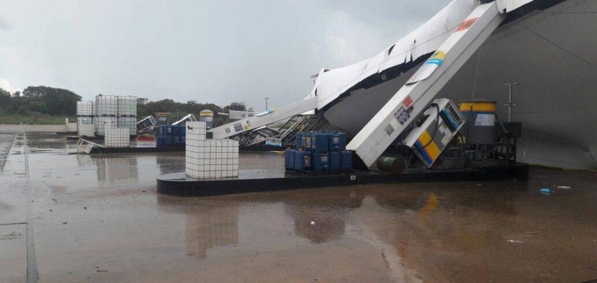 Temporal derruba estrutura metálica de posto de gasolina em Dom Expedito Lopes
