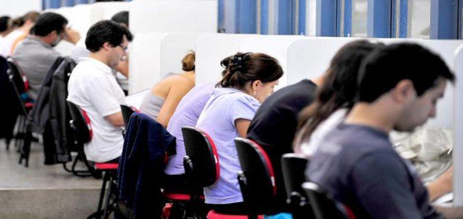 Governo prepara medidas para travar concursos públicos