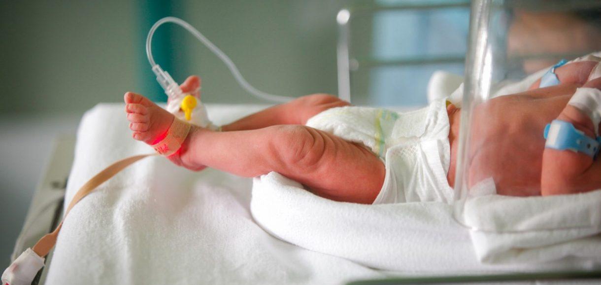 Bebê tem cabeça arrancada durante parto após médicos ignorarem aviso da mãe