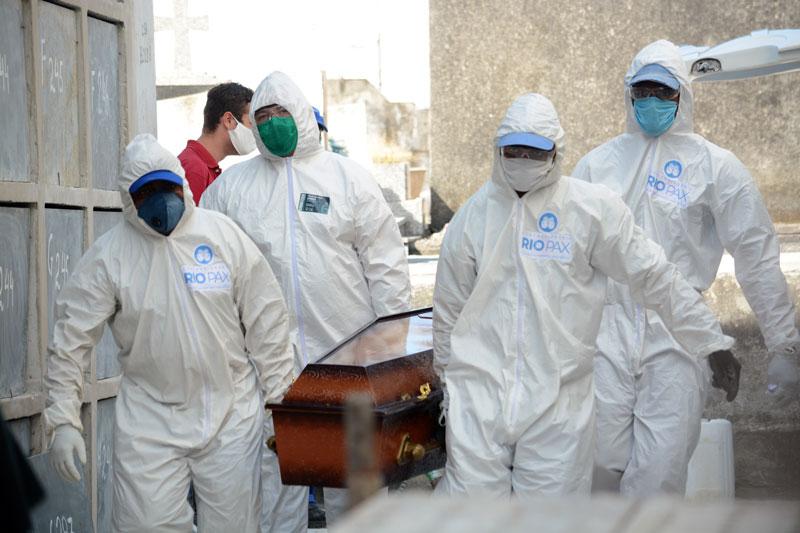 Brasil registra recorde de 26,7 mil novos casos de coronavírus em ...