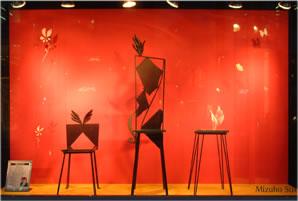 Link image_詳細ページへのリンク 2003年みずほ銀行ストリートギャラリー展で入選した鉄と木、鉄とガラスの翼持つイス作品、詳細写真へのリンク画像