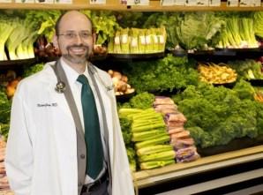 MichaelGregerMDheadshot 600x444 - A relação entre Ovos e Câncer