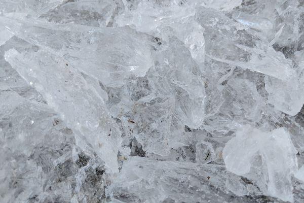 ¿Es la sal de alumbre un antitranspirante? ¿Contiene aluminio? ¿Natural o sintética?