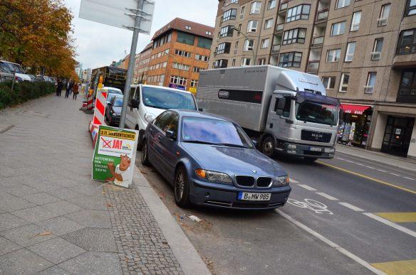 BMW z odpowiednią rejestracją...