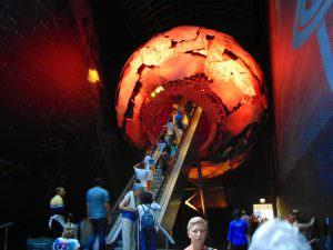 Muzeum Historii Naturalnej: Wejście do czerwonej strefy przez jądro ziemi