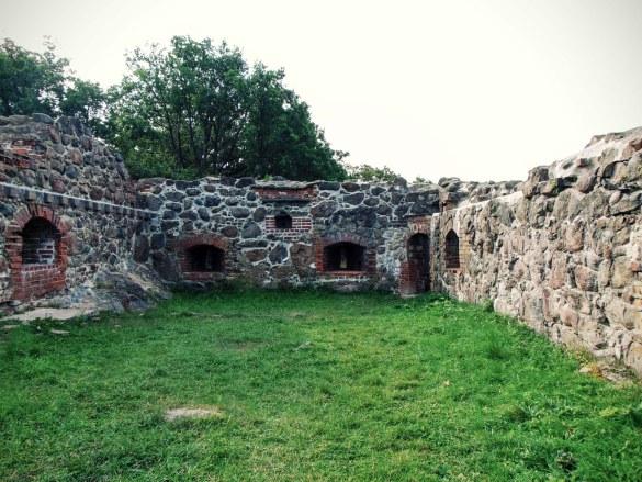 Karlskrona - Ruiny zamku napotkane na drodze z portu
