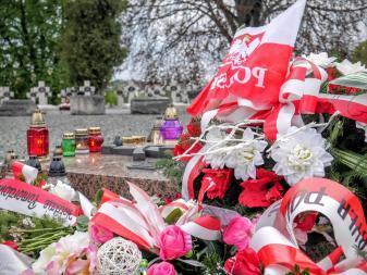 Znicze na cmentarzu Obrońców Lwowa