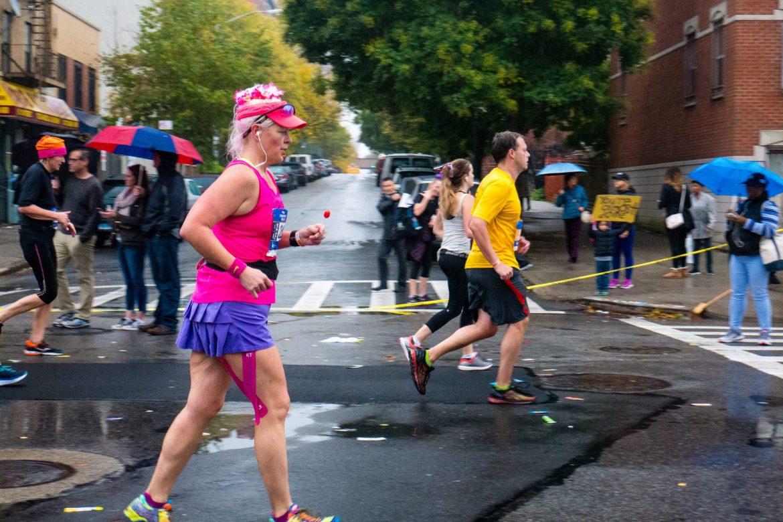 Maraton Nowojorski przyciąga wiele kolorowych postaci...