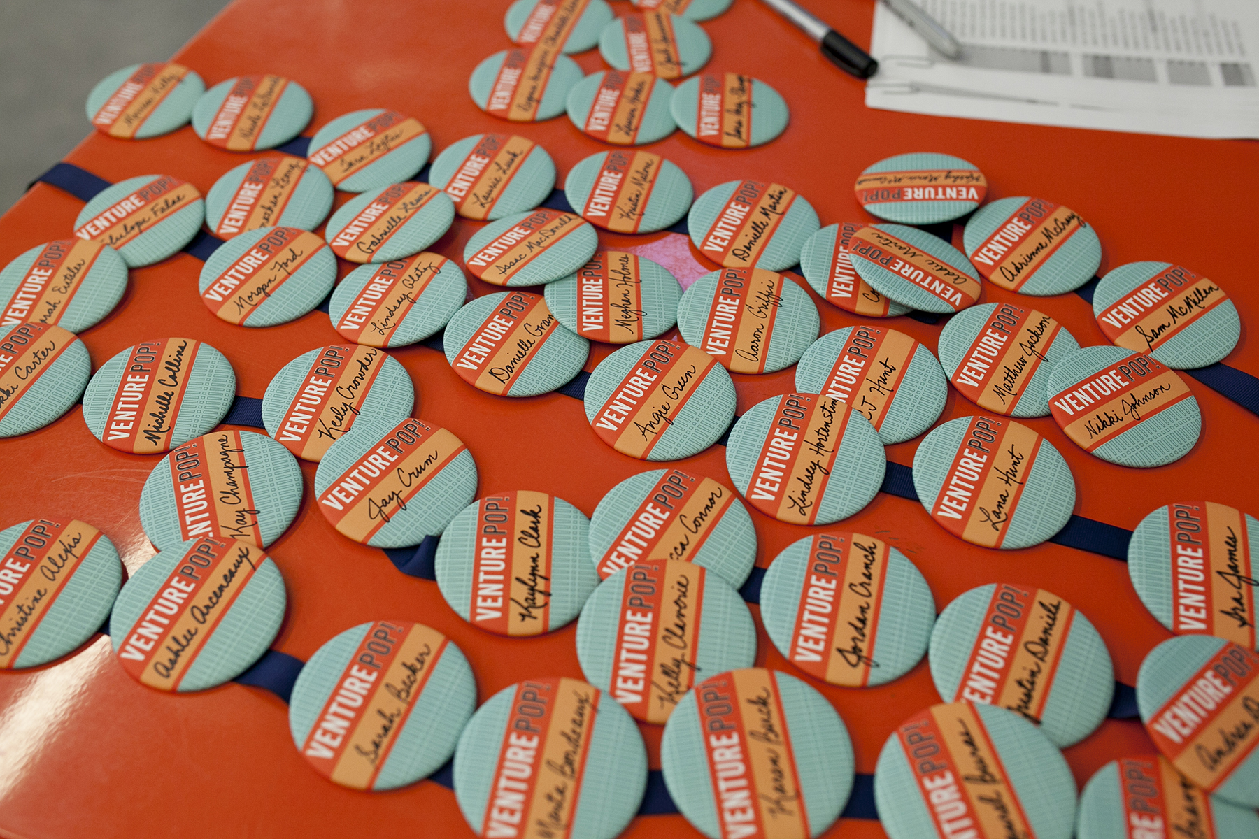 event name tag buttons