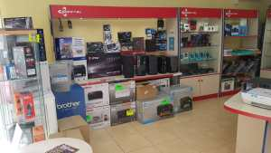 interior tienda informatica 09