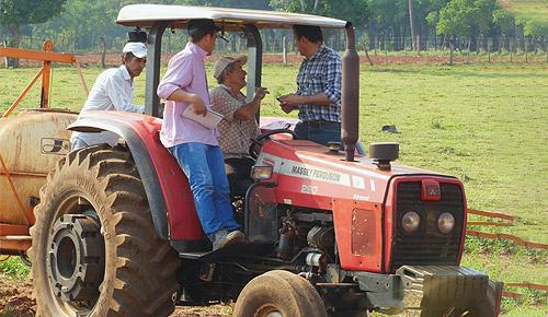 Engenheiros agrônomos no apoio do manejo agrícola.