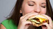 Що робити, якщо невістка вириває їжу з рук і просить не об'їдати сім'ю