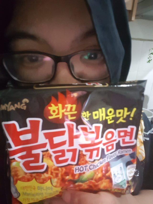 Posing Diawal - Spicy Korean Ramen Samyang