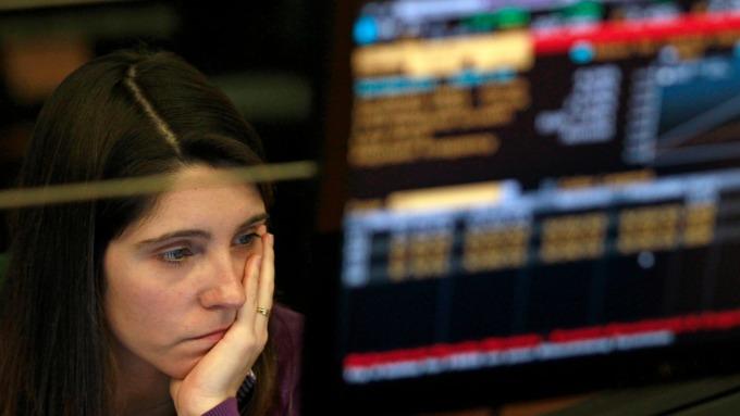 為何當投資人感到緊張並退場 但美股就是跌不下去?(圖:AFP)